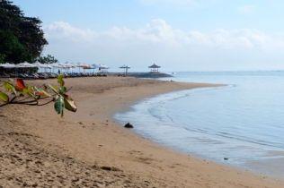 Ochtend, verlaten strand