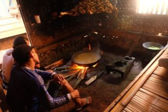 Traditional cooking of brown sugar (villager sells 1 kg for 10.000 rupiah, 75 eurocents ...)