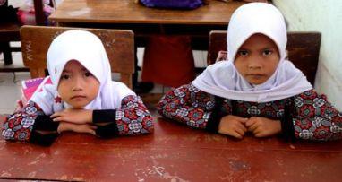 Moslim schoolgirls, Cianjur, Indonesia