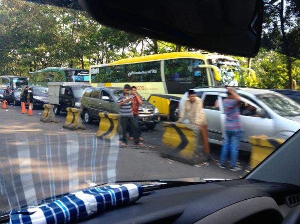 Twee uur stilstaan tussen Bandung en Bogor.