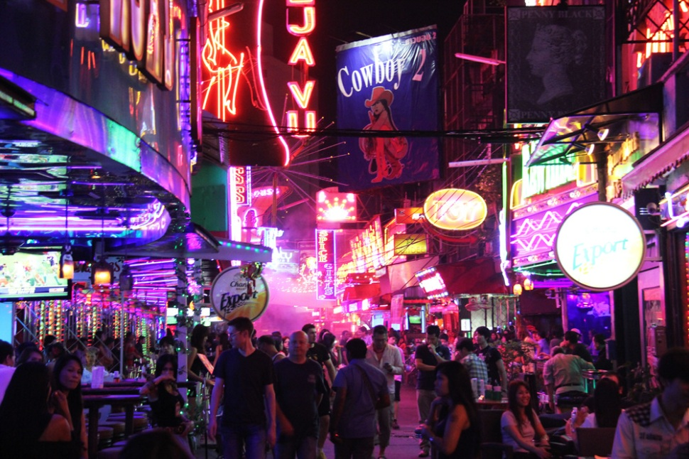http://gomadnomad.com/2013/05/17/bangkok-a-night-in-patpong/
