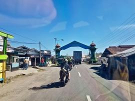 Entering Ruteng